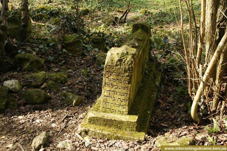 Караимское кладбище по пути на Мангуп