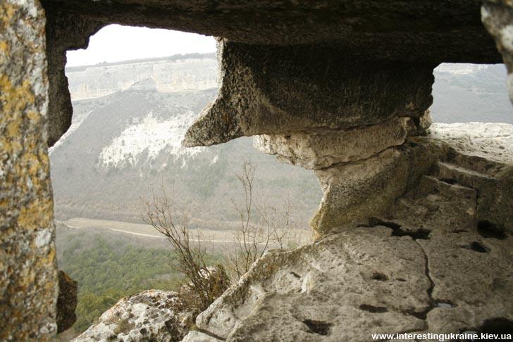 Вид из наблюдательного поста на Мангупе