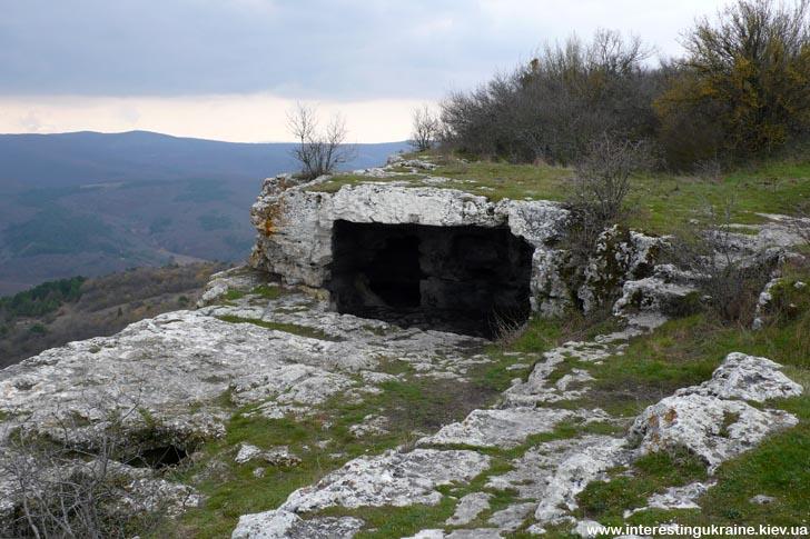 Каменные жилища на Мангупе