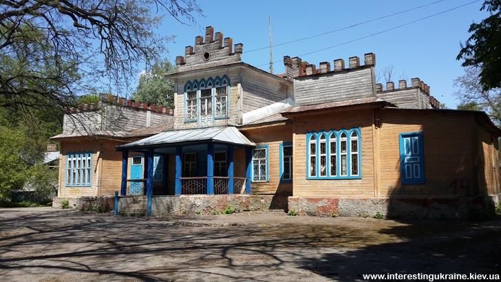 Достопримечательность Чемера - дворец Пашковских