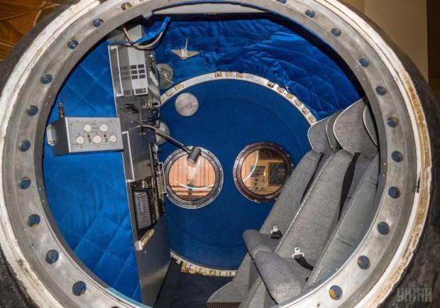 Космическая капсула в Музее космонавтики в Киеве