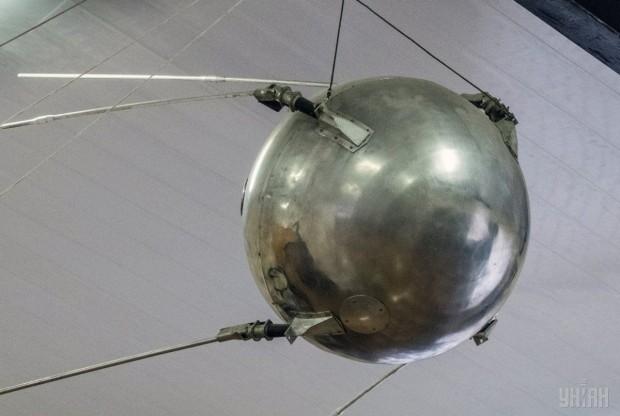 Модель первого искусственного спутника Земли в киевском музее космонавтики