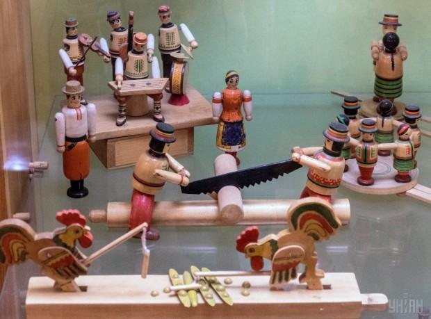 Деревянные игрушки в Государственном музее игрушки в Киеве