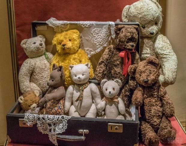 Мягкие игрушки (медведи) в Государственном музее игрушки в Киеве