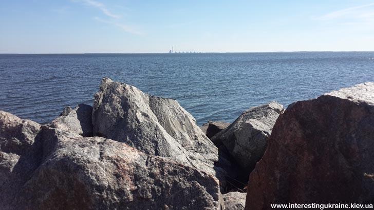 Вид на Запорожскую АЭС с набережной Никополя