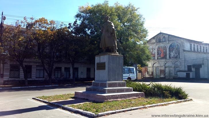 Памятник Б. Хмельницкому на Никитином Рогу - достопримечательность Никополя